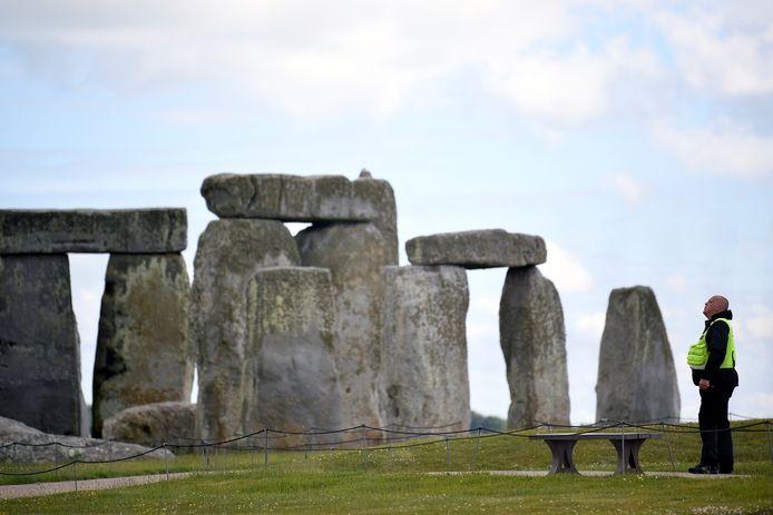 """Ces excavations forment un cercle de plus de deux kilomètres de diamètre autour de l'enceinte (""""henge"""") néolithique de Durrington Walls et du site de Woodhenge."""