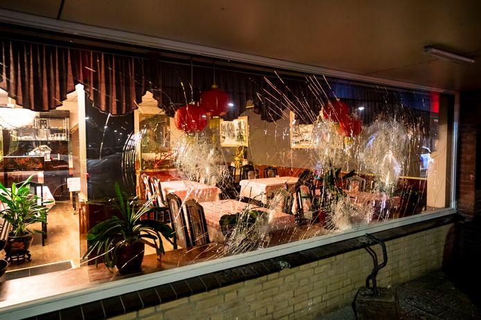 Ruiten ingegooid bij Chinees Specialiteiten Restaurant Ni Hao in Oosterhout.