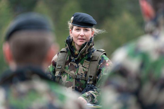 Corina Gantenbein, een vrouw in het Zwitserse leger.