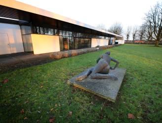 """BINNENKIJKEN. Modernistische miljoenenvilla in Tielt zet deuren open tijdens kunstexpo: """"Unieke kans om met dit erfgoed kennis te maken"""""""