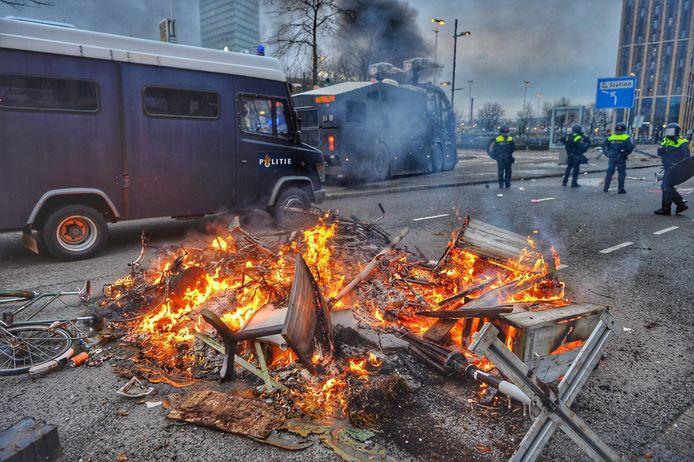 Nog meer brandjes op het plein.