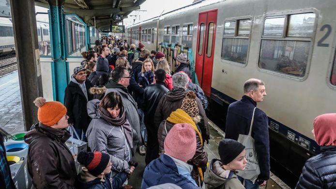 Kortrijk was goed vertegenwoordigd in de klimaatmars van vandaag: met de trein van 11 uur vertrok alvast een vol perron richting Brussel.