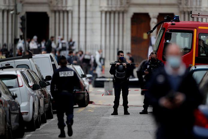 Politie op de plek van de aanval in Nice.