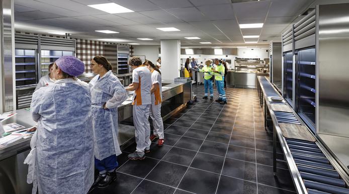 Medewerkers van het JBZ mochten deze week al een kijkje nemen in de nieuwe keuken.