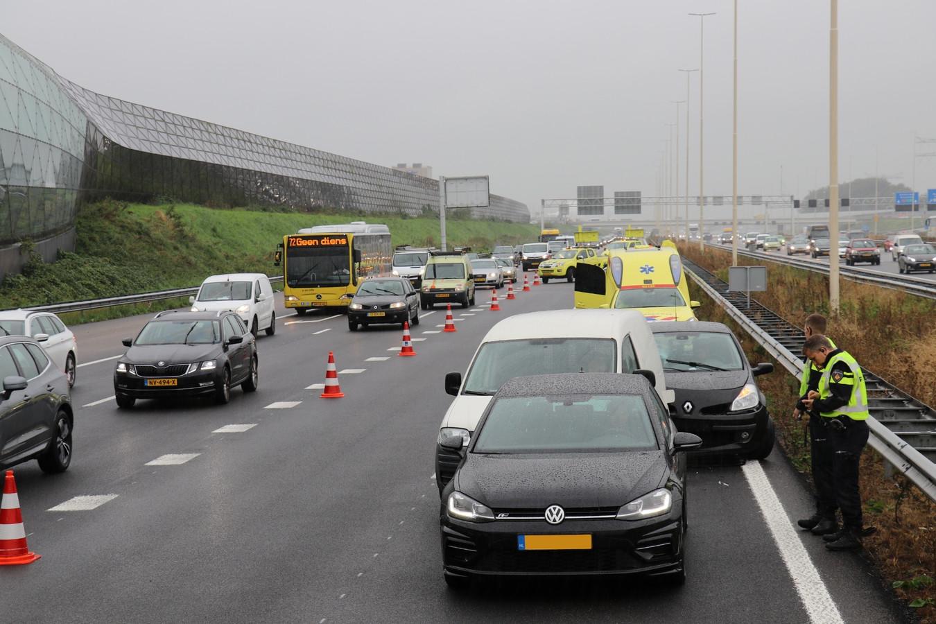 Drie auto's raakten elkaar op de A2.