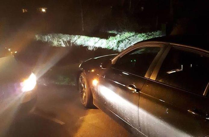 Verschillende politieauto's hebben vrijdagnacht in het Kromme Rijngebied de achtervolging ingezet op een vluchtende automobilist. Op de Gooijerdijk bij Leersum kon de man worden klemgereden, hij bleek onder invloed van drank en drugs.