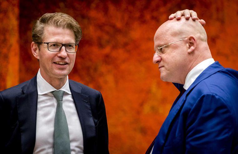 Ministers Sander Dekker (Rechtsbescherming) en Grapperhaus (Justitie) in de Tweede Kamer. Beeld null