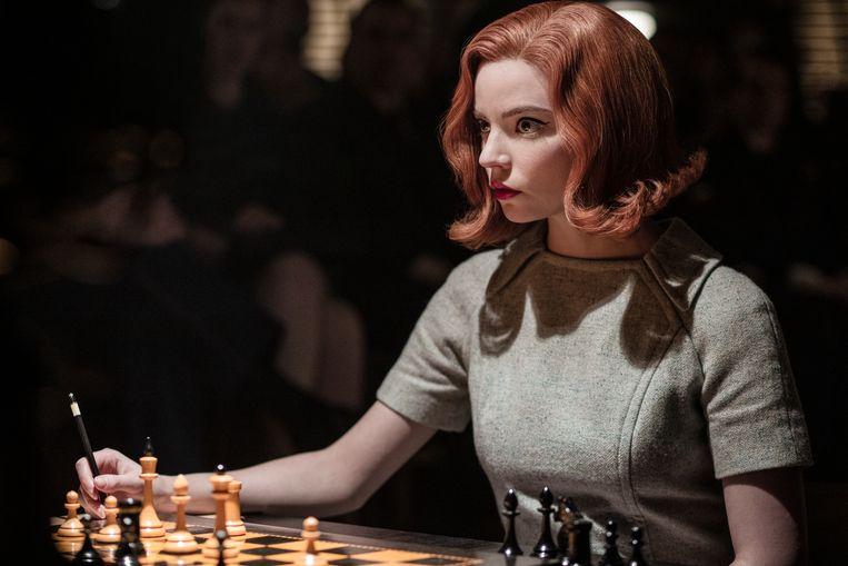 Anya-Taylor Joy in 'The Queen's Gambit'. Ze zou ook voor de nieuwe hoofdrol in aanmerking komen. Beeld Phil Bray/Netflix
