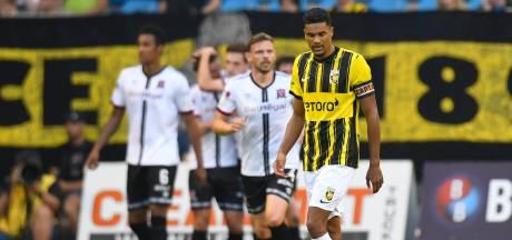 Doekhi vol ongeloof na debacle tegen Dundalk: 'We mogen niet door deze tegenstander uitgeschakeld worden'