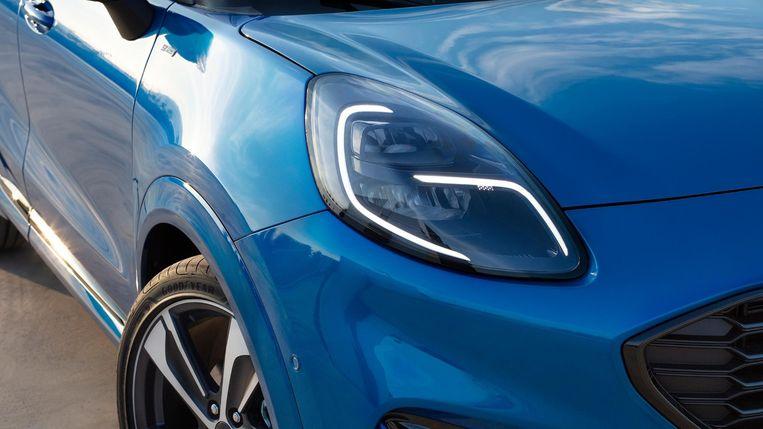 In de koplampen is zowel een vleugje oude Puma als een snufje Porsche Cayenne waarneembaar. Net als achter is de daglichtlijn onderbroken, maar of dat een handtekening zal worden? Beeld