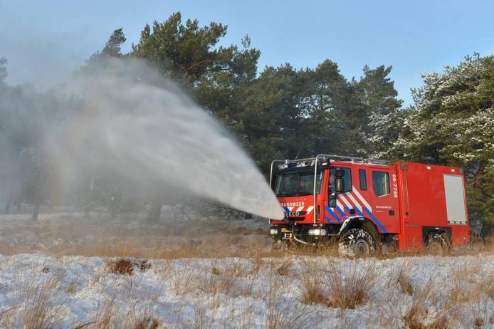 De nieuwe wagen is speciaal bedoeld voor actie in het terrein, maar kan uiteraard ook worden ingezet bij andere branden.foto Pim Velthuizen