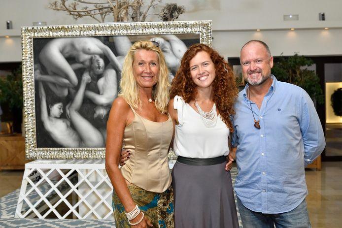 Ellen Marie met haar mama Anne De Baetzelier en haar papa Patrick Moysons.