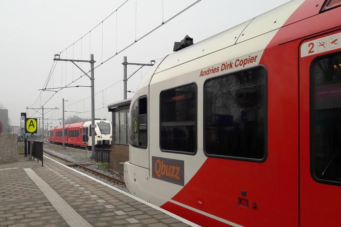 De MerwedeLingelijn, van Dordrecht naar Geldermalsen. Hier te zien op het station in Gorinchem.