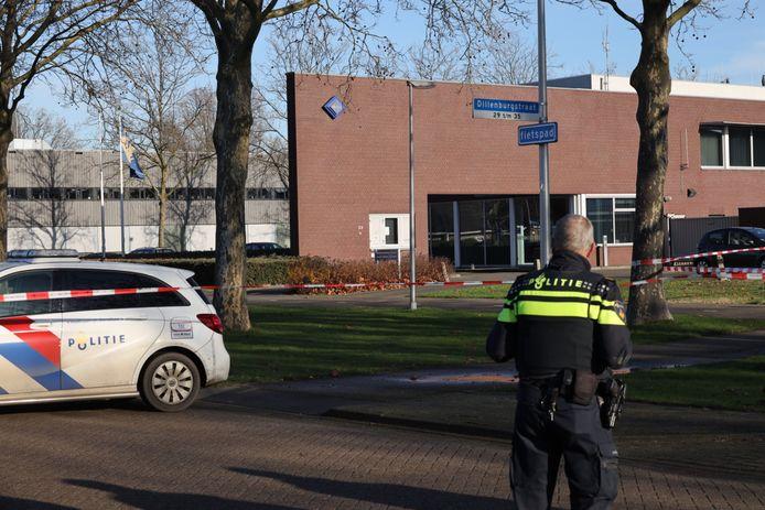 Omgeving politiebureau ruim afgezet nadat iemand een oud explosief kwam inleveren.