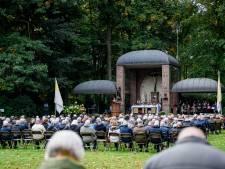 Geen processie, maar wel veel gelovigen bij viering in Gerardus Majella-park in Overdinkel