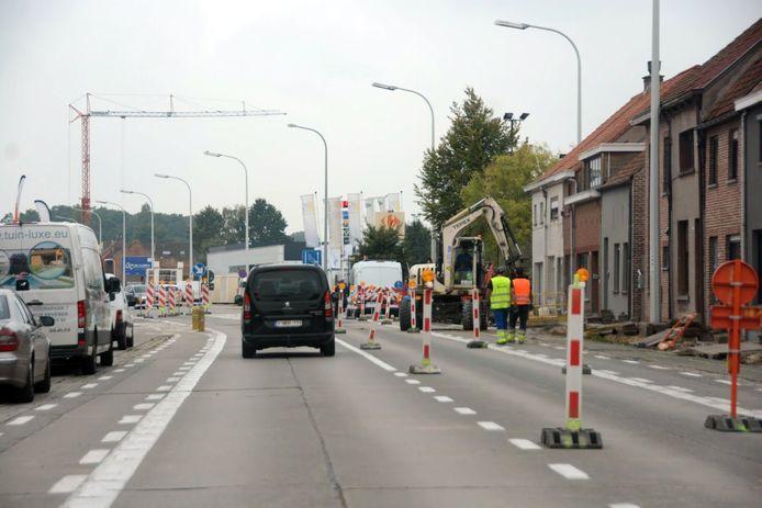 Net als tijdens de nutswerken zal er tijdens het grootste deel van de werken verkeer mogelijk blijven in de richting van Beveren.