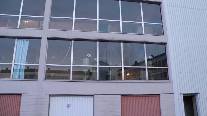 Vandalen steken gordijnen in brand in appartementsgebouw, politie kan tijdig blussen