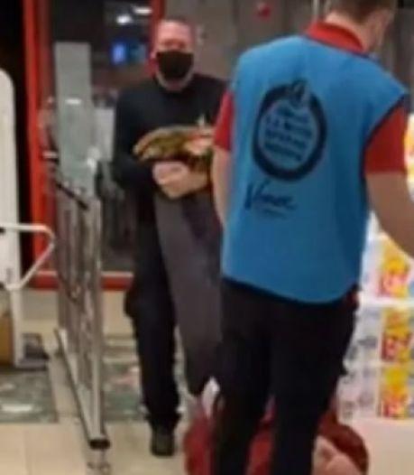 Ophef in supermarkt: beveiliger sleurt onruststoker uit winkel na weigeren mondkapje