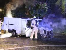 Twaalfde autobrand in Leidschendam, ook in Den Haag gaat busje in vlammen op