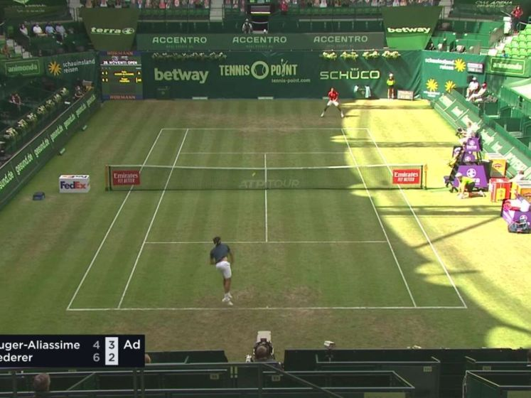 Auger-Aliassime schakelt Federer uit in Halle