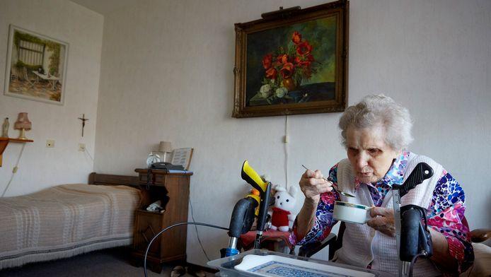 Een bewoonster van een verpleeghuis van Stichting Zorggroep Florence
