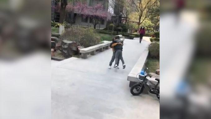 Chinese peuters vallen elkaar in de armen na tien weken lockdown
