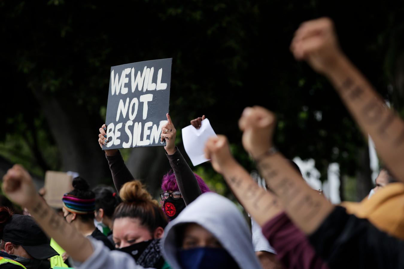 Een protest tegen de gewelddadige dood van George Floyd in Anaheim, Californië.