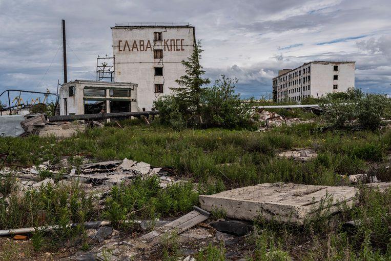 'Lang leve de communistische partij', staat er op dit vervallen gebouw in Tsjerski. Beeld Yuri Kozyrev/Noor
