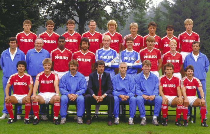 De selectie van Guus Hiddink die in december 1987 een clubrecord neerzette met 21 eredivisieduels winst op rij in het Philips Stadion.