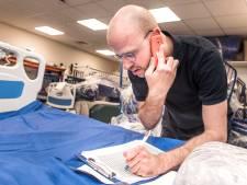 Deze Wajongers maken zich onmisbaar in het ziekenhuis: 'Ze zetten de schouders eronder'