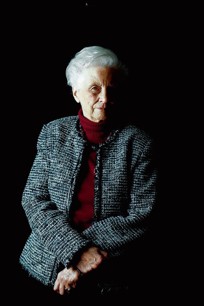 """Oud-minister Els Borst, legde in 2013 in een tv-documentaire van Zembla haar Euthanasiewet nog eens helder  uit. ,, Als mensen zo in de war zijn dat ze hun doodswens niet meer kunnen herhalen, geldt de schriftelijke verklaring en hoeft die niet nog eens mondeling bevestigd te worden.  Daar is deze wet juist voor bedoeld."""""""
