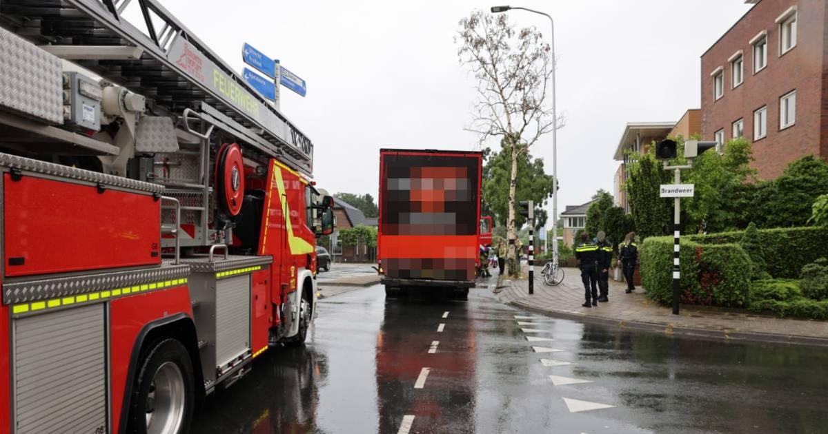 Fietser zwaargewond bij aanrijding met vrachtwagen in Ede.
