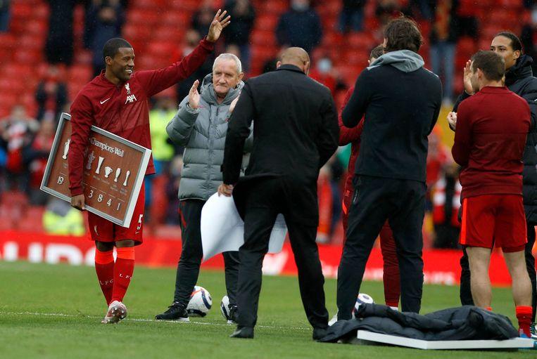 Wijnaldum verlaat het veld van Liverpool.  Beeld AFP