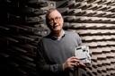 """Hoogleraar Frank Leferink vindt het zorgelijk dat slimme meters nog altijd kwetsbaar zijn en misbruikt kunnen worden door criminelen. ,,Het is zo gemakkelijk te verhelpen"""", zegt hij."""