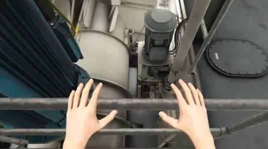 Bemanningsleden kunnen, door een VR-bril op te zetten, virtueel door het schip lopen. Met twee controllers bedienen zij hun eigen handen.