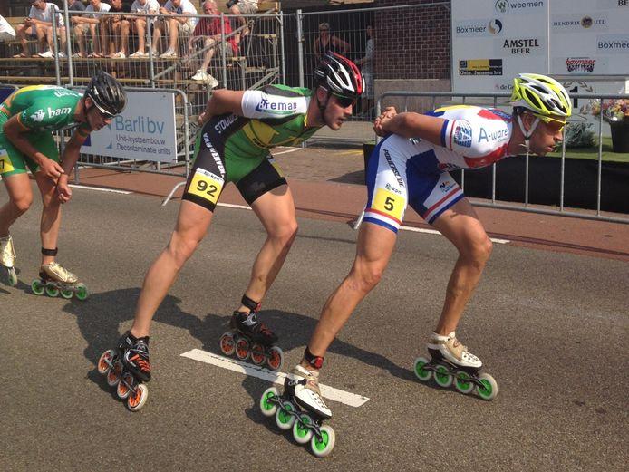 Winnaar Gary Hekman (midden) in de kopgroep van de eerste skeelerwedstrijd van Daags na de Tour. Op Crispijn Ariens, Ingmar Berga sluit de rij. foto Dominique Pichel/DG