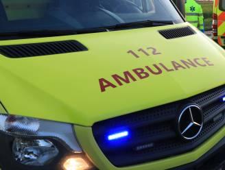 Mottorrijder gewond na aanrijding met auto op Linkeroever, beide bestuurders naar ziekenhuis gebracht