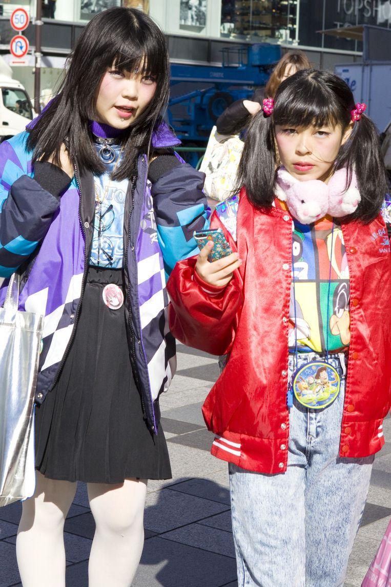 Tokio - 'Japanse meisjes en vrouwen kleden zich niet voor mannen. Ze kleden zich voor zichzelf, ze durven ongebruikelijke combinaties te maken.' Beeld Io Cooman