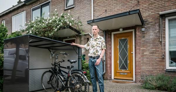Geliefde Illegale fietsenstalling' moet weg uit Utrechtse voortuin, aan RU46