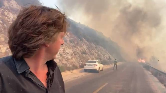 """VTM Nieuws-journalist Robin Ramaekers getuige van razendsnel oprukkende bosbranden in Turkije: """"Zelfs betonmolens met water moeten helpen blussen"""""""