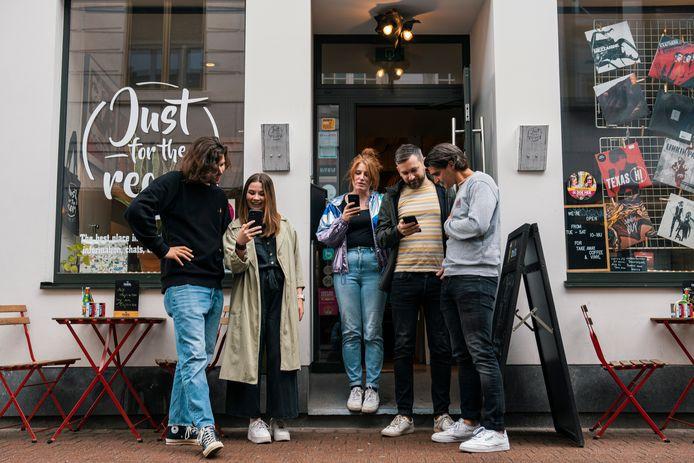 Eén van de muzikale hotspots van de Muziektour in Hasselt is platenwinkel 'Just for the Record'.