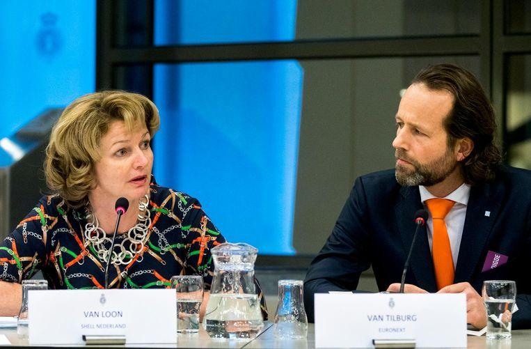 Maurice van Tilburg, Euronext en Marjan van Loon, Shell Nederland tijdens het rondetafelgesprek in de Tweede Kamer over de dividendbelasting. Beeld anp