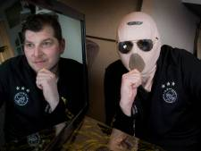 Masker verlost zieke Wouter van het eeuwige binnen zitten: 'Ik heb de politie al gebeld'