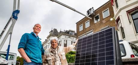 Marco (65) moet zonnepanelen van dak halen 'ter bescherming' van Deventer skyline: 'Dit doet pijn'