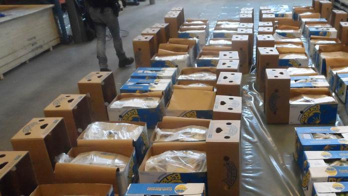 De douane onderschepte dozen vol met coke.