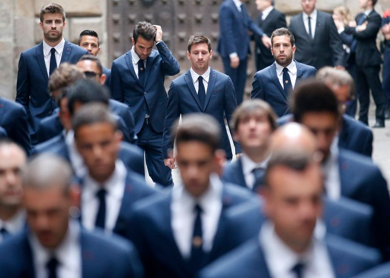 FC Barcelona's soccer team members, including (top L-R) Gerard Pique, Cesc Fabregas, Lionel Messi and Jordi Alba, arrive to attend former coach Tito Vilanova's memorial service at Barcelona Cathedral April 28, 2014. Vilanova has died following a battle with cancer that forced him to stand down at the end of last season, the club announced on April 25, 2014. REUTERS/Albert Gea (SPAIN - Tags: OBITUARY RELIGION SPORT SOCCER TPX IMAGES OF THE DAY) Beeld REUTERS
