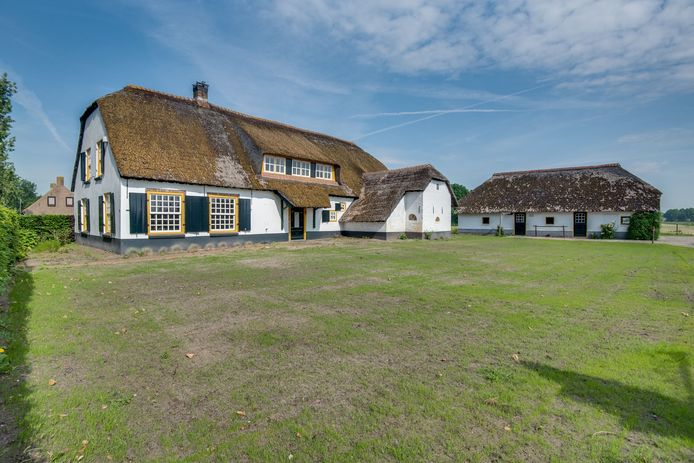 Woonboerderij aan de Rechtvaart in Kaatsheuvel.