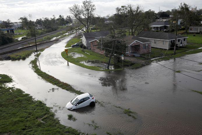 Onder water gelopen straten in Kenner, Louisiana.