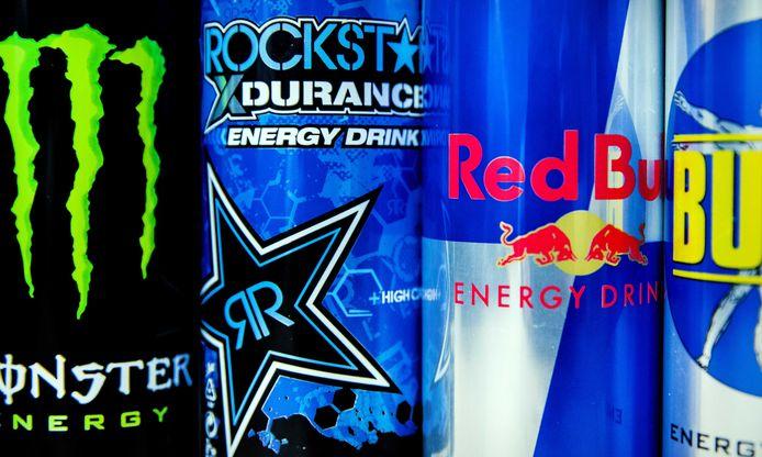 Blikjes van de merken Monster Energy, Red Bull, Bullit en Rockstar Energy Drink.