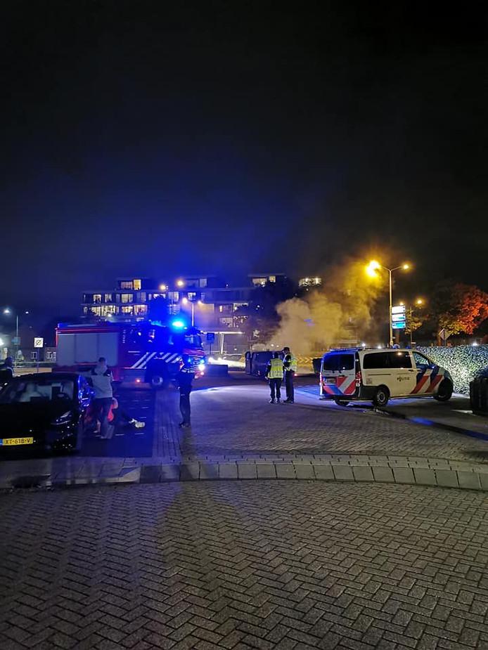 Politie, brandweer en ambulance bij De Wielewaal maandag.